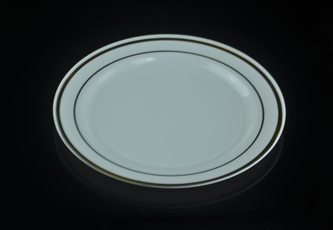 The 10\u2033 round plain clear hard plastic dinner plates are made from premium polystyrene(PS) . They look like just fine glassware but disposable for easy ... & 10\